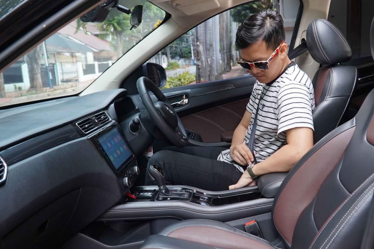 Pengendara Yang Baik Wajib Menggunakan Seatbelt