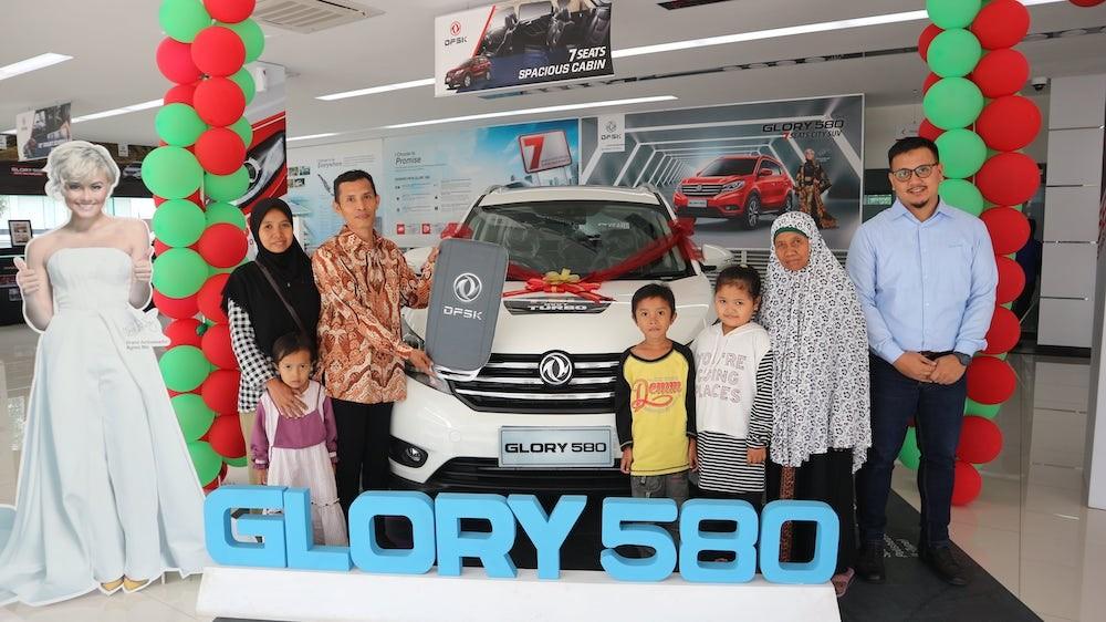 Penyerahan Hadiah Pemenang Grand Opening 11 Dealer baru DFSK Indonesia